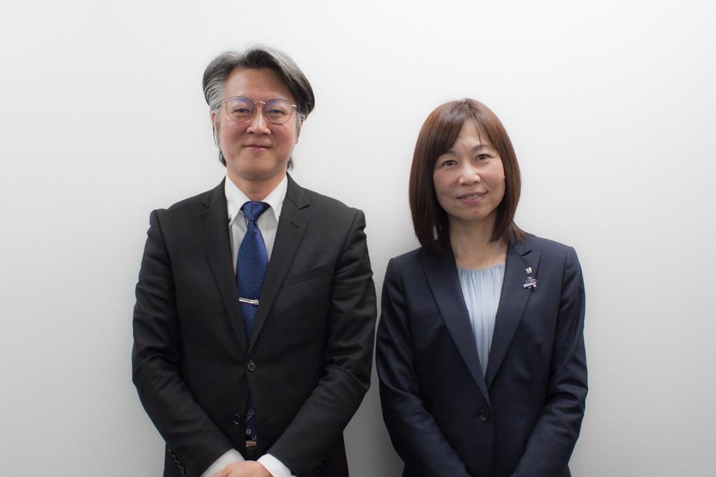 駒ヶ峯さんと戸田編集部員の写真