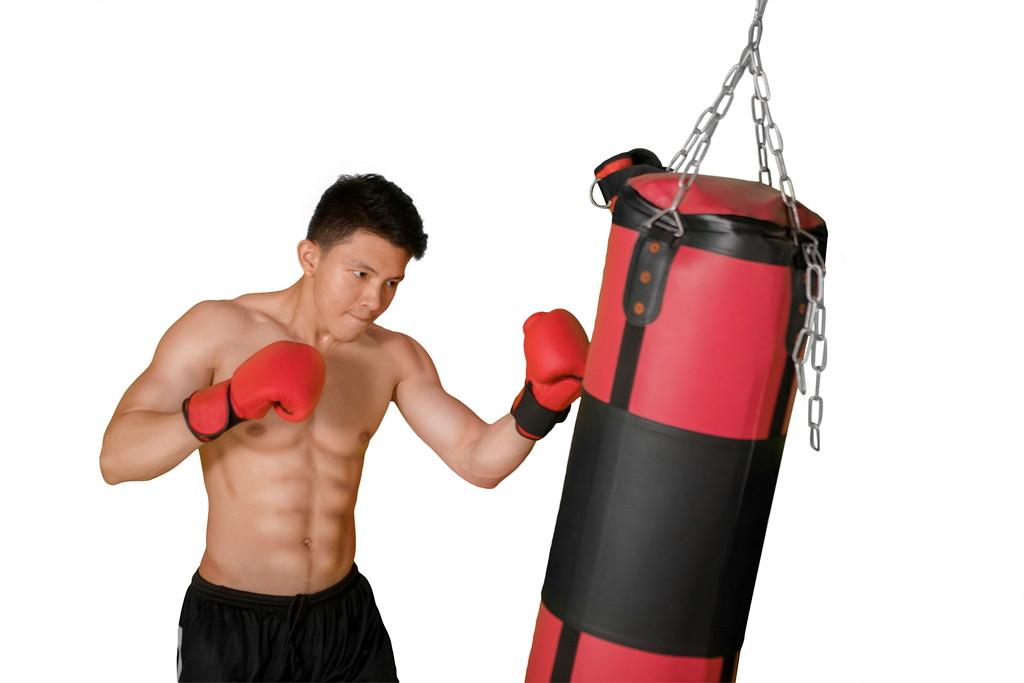 ボクシングをする男性の写真