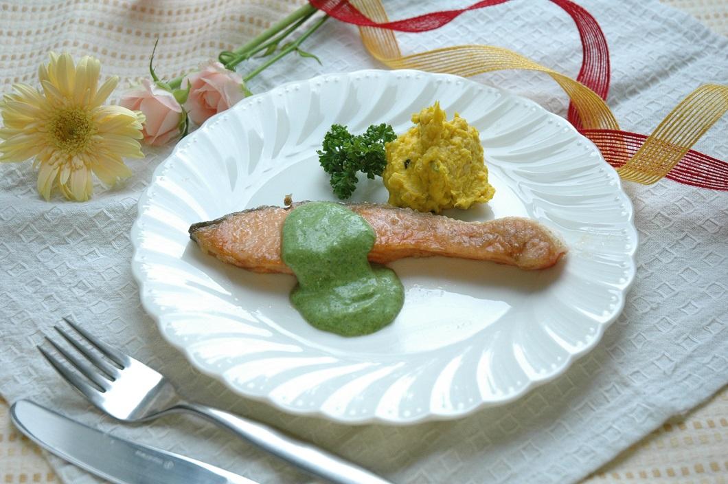 鮭のソテーほうれん草ソースかぼちゃ添えレシピの写真