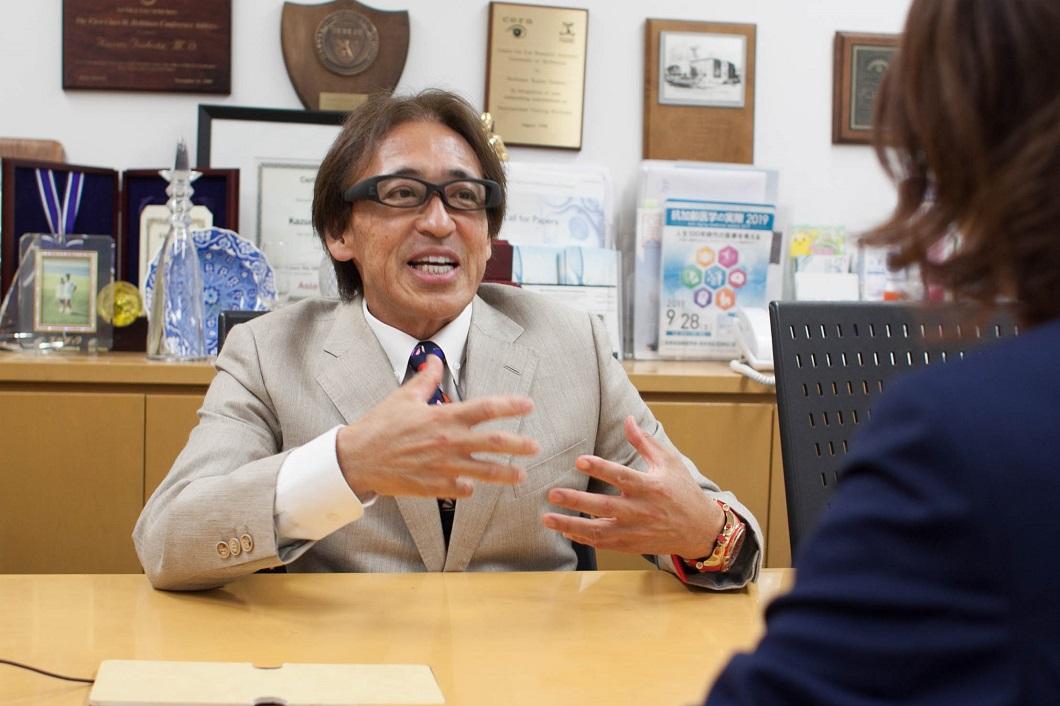 坪田教授アイバンクについて熱弁の写真
