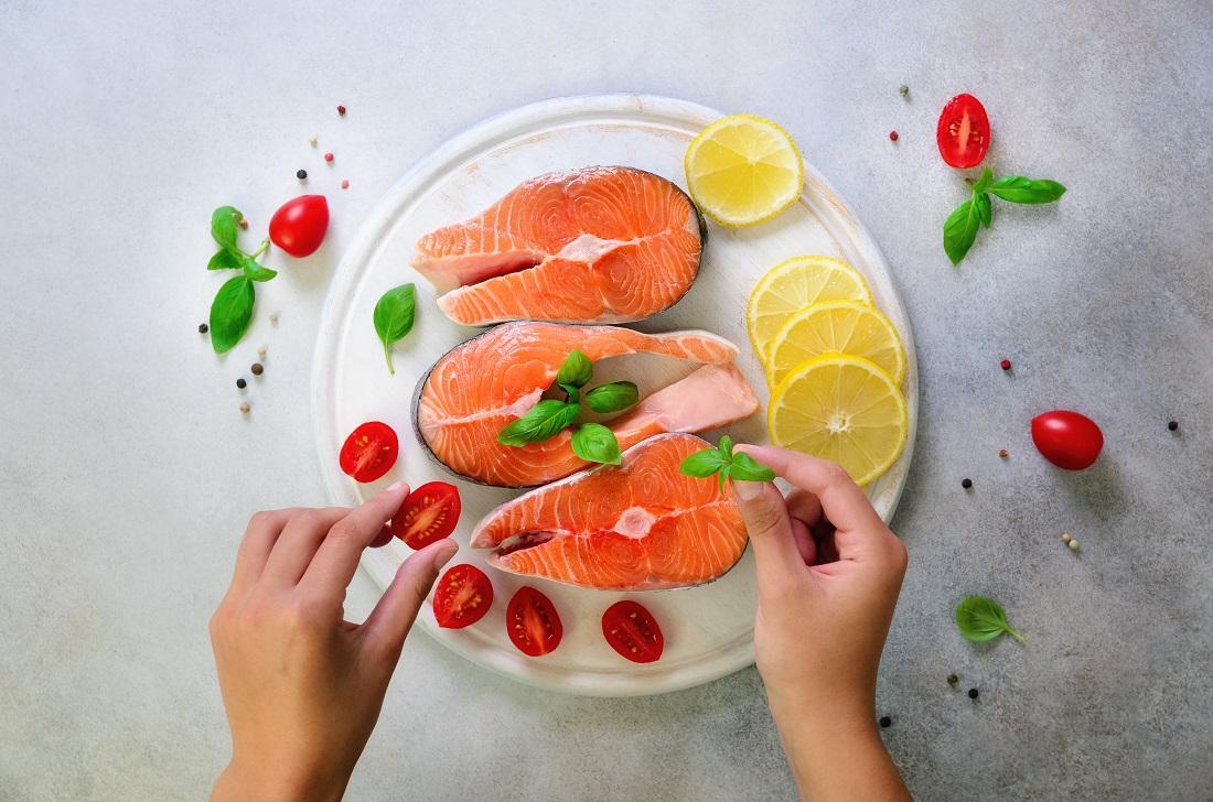 アスタキサンチン食材①鮭の切り身の写真