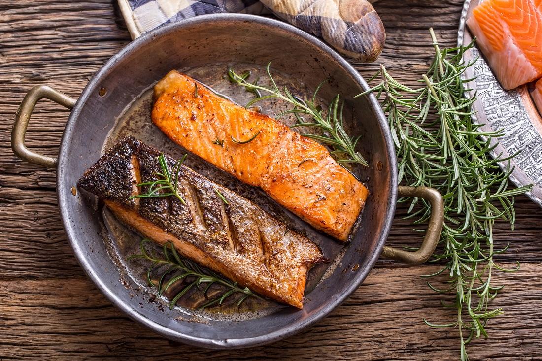 アスタキサンチン食材②鮭のムニエルの写真