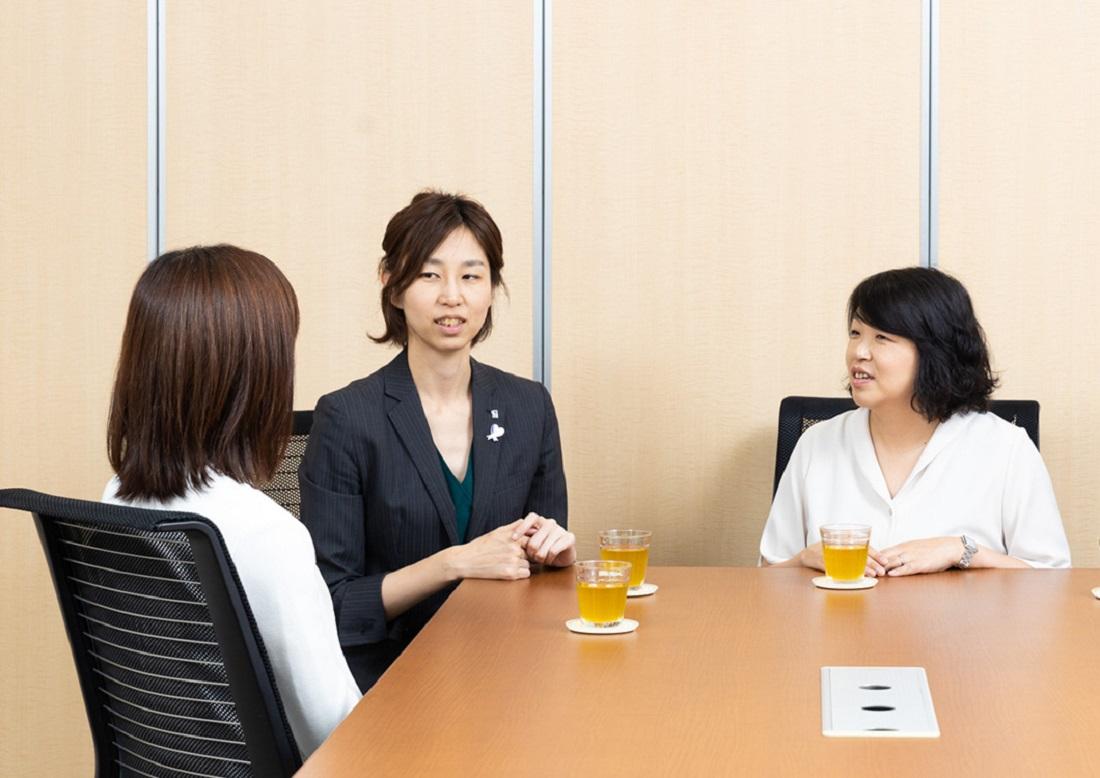子どもの目座談会3人の写真