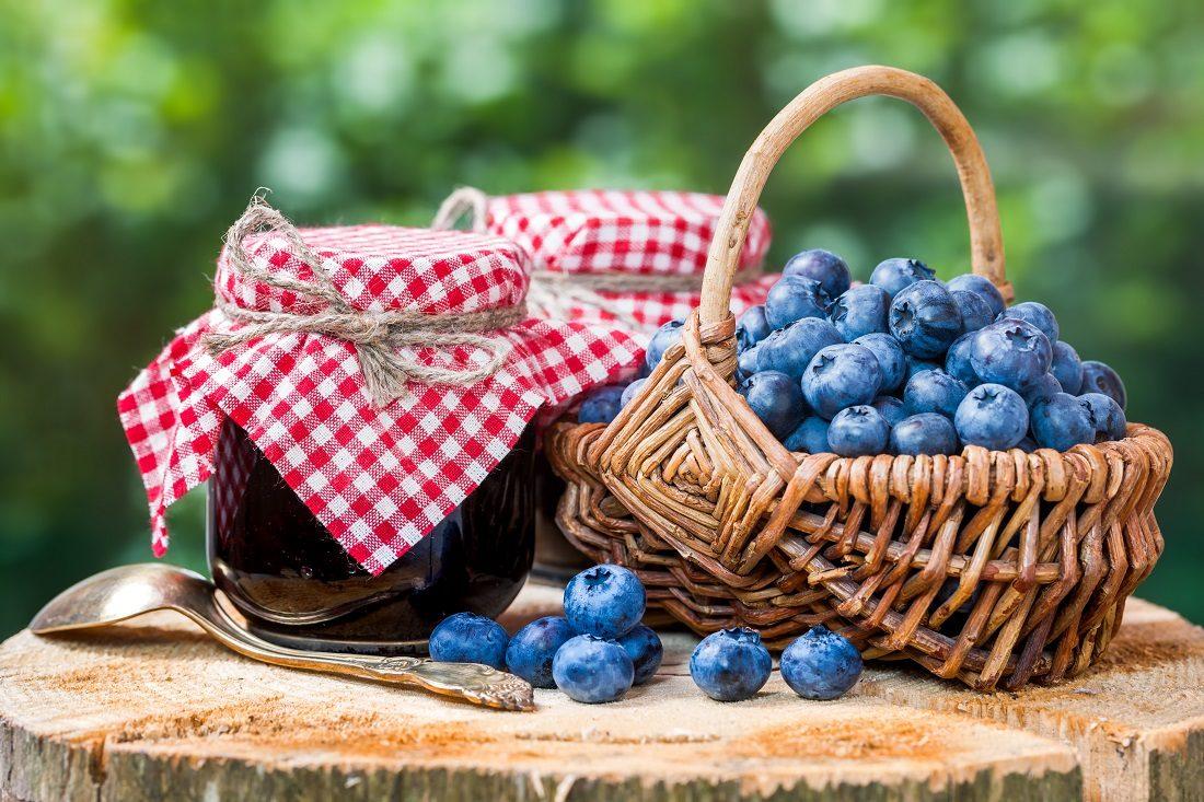 アントシアニン食材ブルーベリー籠盛りの写真