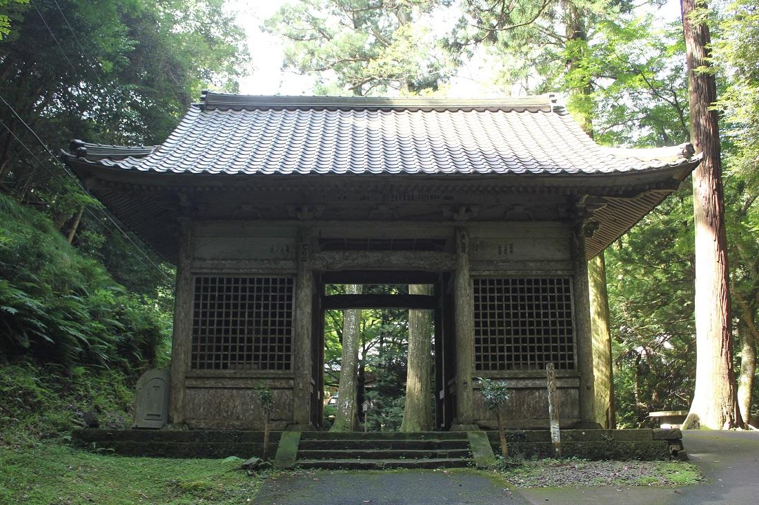 鰐淵寺の門の写真