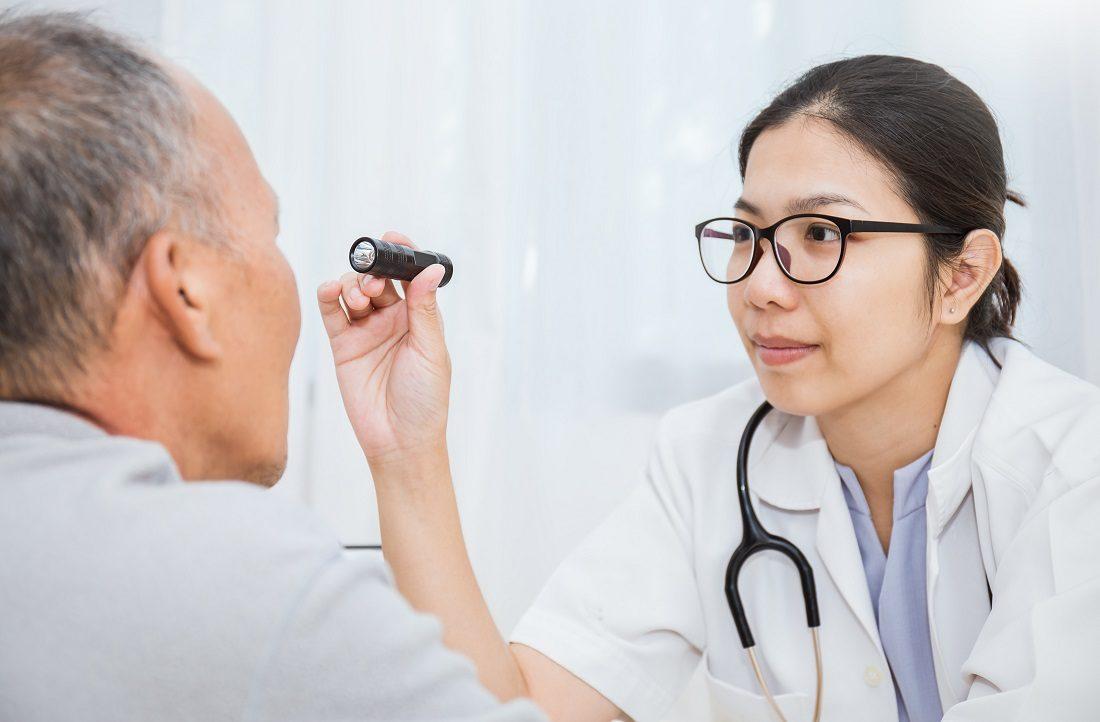 目の検診の写真