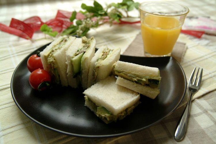 アンチョビとアボカドのサンドイッチ